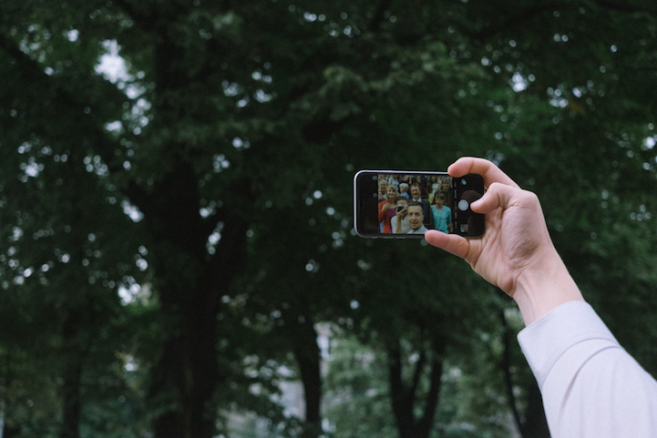 bride-became-a-photographer-at-her-own-wedding-11