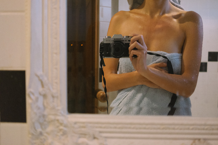 bride-became-a-photographer-at-her-own-wedding-3
